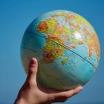 地球の南半球と北半球では渦巻きが逆になる!?