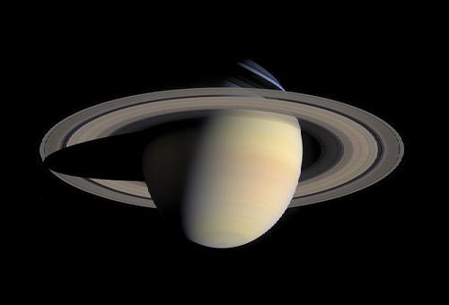 土星 巨大 UFO