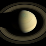 土星の北極にある六角形の渦は南極には存在しない!?